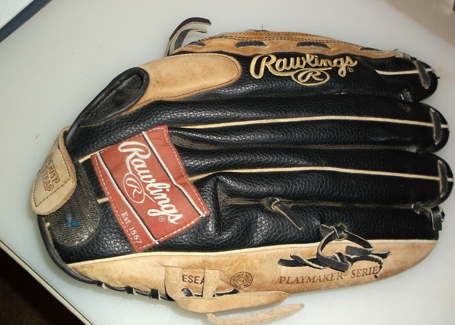 Glove From Rawling's Playmaker Series
